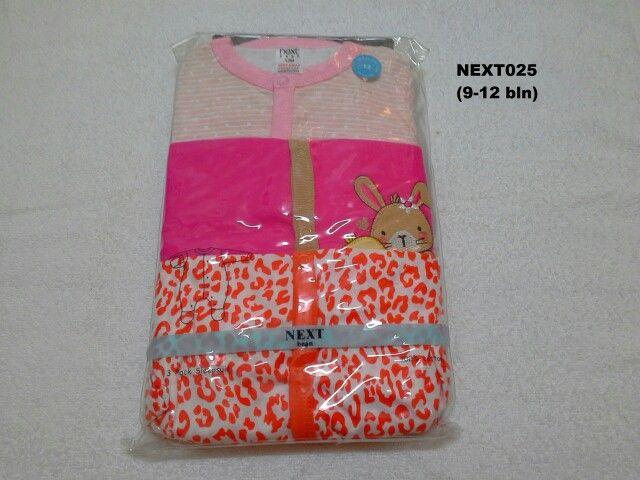 #Sleepsuit Next (NEXT025) ~ 130ribu ~ Ukuran : 12M. Untuk umur : 9-12 bln. Panjang badan bayi 74-80cm (9.5-11kg) ~ Sleepsuit Next ini terdiri dari 3 baju dalam 1 paketnya (Lengan panjang & celana panjang tutup kaki yang menyatu)