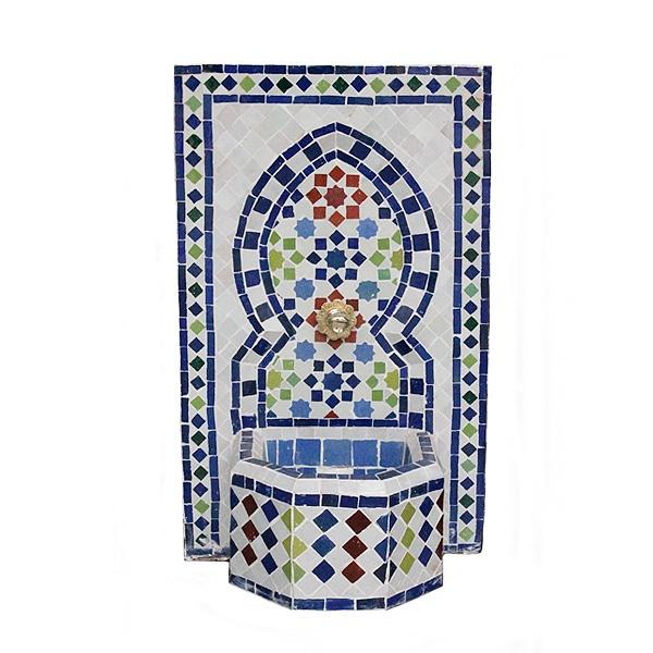 Fuente de agua mosaico colores