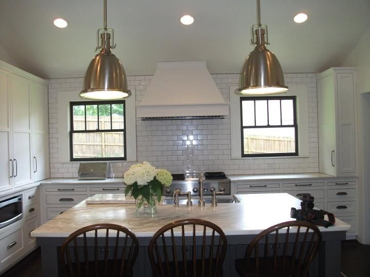 Two Tone Kitchen W Ceiling Height Backsplash Kitchen