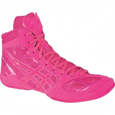pink wrestling shoes! If only i could be so lucky!!