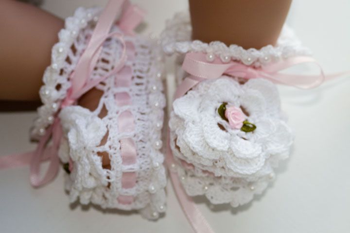 Free Baby Crochet Patterns | CC11-Ribbon & Roses Baby Bootie Pattern:
