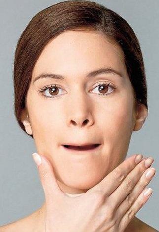 www.sezence.com    8-Ağzınızı açın ve dudaklarınızı dişlerinizi kaplayacak şekilde içeri kıvırın. Ağzınızda dar bir boşluk oluşsun, ağzınızı yavaşça açın ve kapatın. 5 kez tekrarlayın.