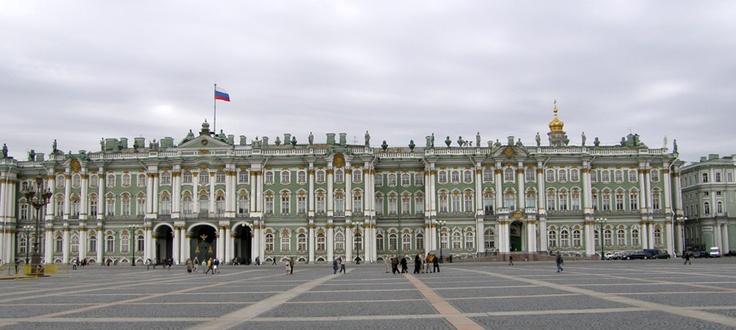 THE STATE HERMITAGE MUSEUM. En San Petesburgo, Rusia, se encuentra uno de los museos del mundo más extensos ya que cuenta con más de tres millones de obras que son de la prehistoria hasta el impresionismo. Por si fuera poco, su arquitectura te trasnporta a la época de los emperadores rusos.