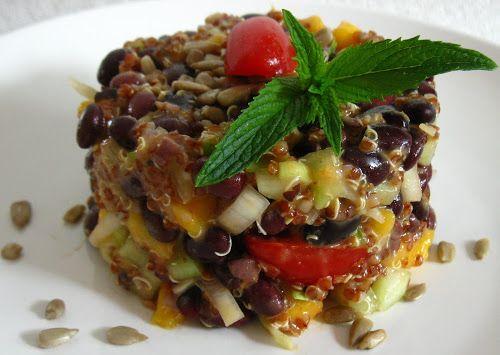 Quinoa cu fasole neagra si vinegreta cu caise