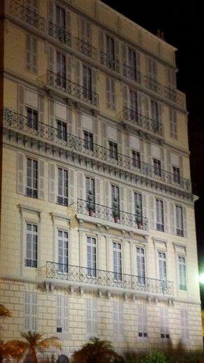 Muro de un edificio en Nizza...seran verdaderos lo q se ven???