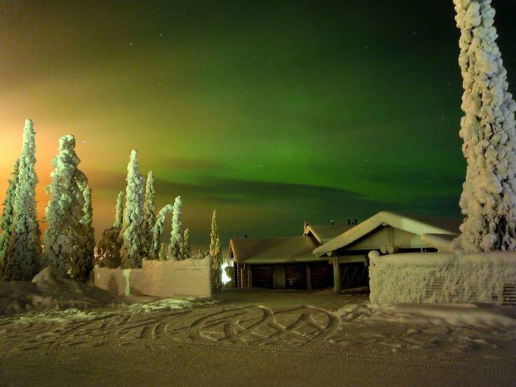 Krásná polární záře pozorovaná kousek od města Rovaniemi http://www.drevostavitel.cz/clanek/finske-sruby/1632