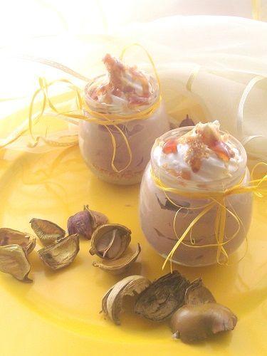 Dieci minuti di tempo .tanto ci vuole per comporre questo goloso dolce al cucchiaio.Per un invito improvviso o per una irrefrenabile voglia di dolce!http://lemporio21.blogspot.it/2013/10/salviamo-le-lasagne-e-il-cheesecake.html
