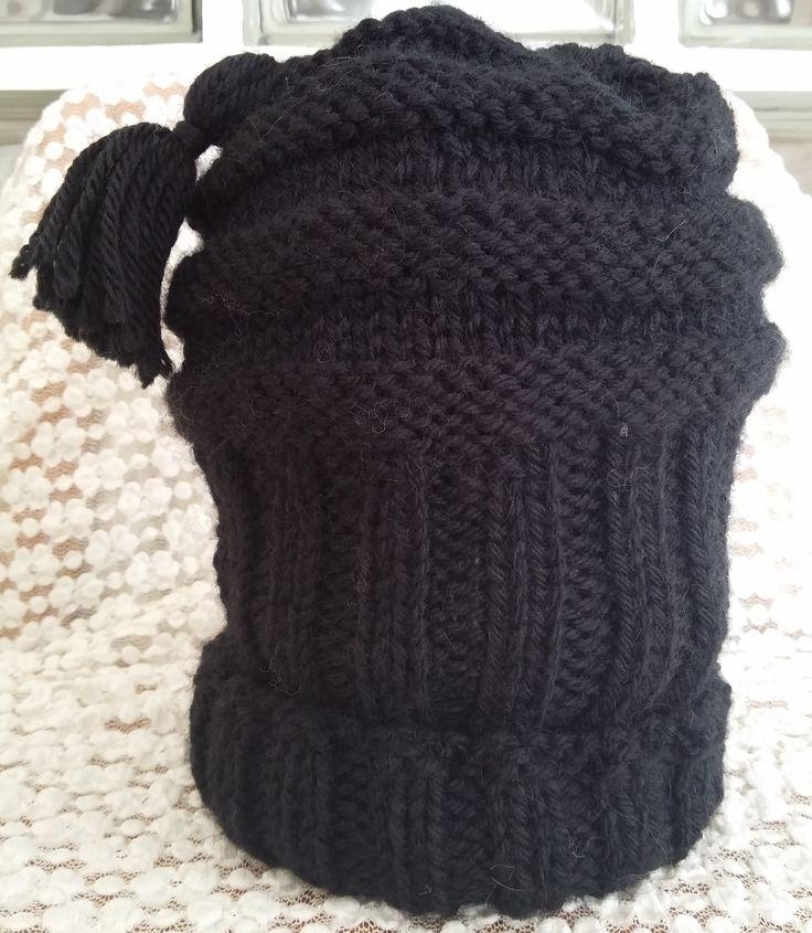 Cappello da uomo realizzato in lana. Lavorazione  a maglia. Knit.