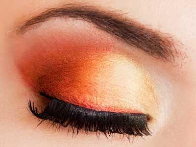 Il trucco è arancione - Sulle palpebre questo colore crea un effetto molto allegro...