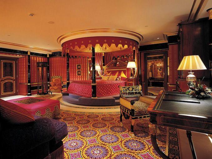 Interior design style arabian master bedroom suite ✦ characteristics ornate prints silk
