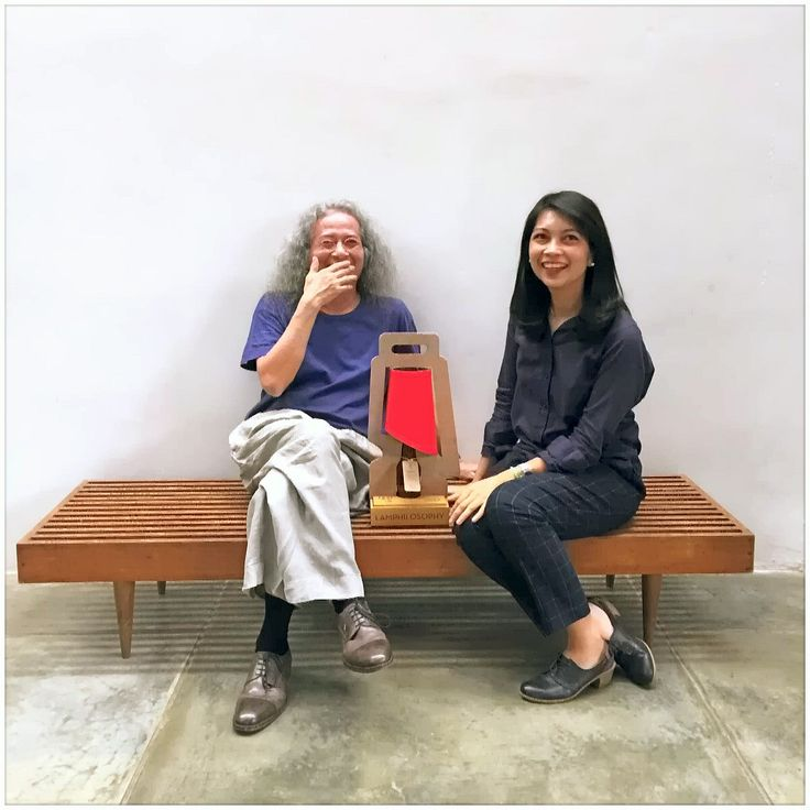 Great minds think alike!  Ms. Frida Harahap of CahayaLampu Kemang, the dance lamp and the one and only, Indonesian treasure, composer Tony Prabowo.  We've received many praise and it such an honor to have our lamp with him.