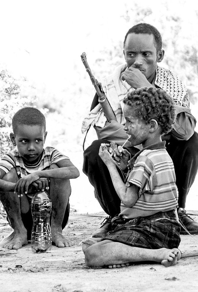 Militare di scorta nell'oasi di Waideddo (Etiopia 2013)