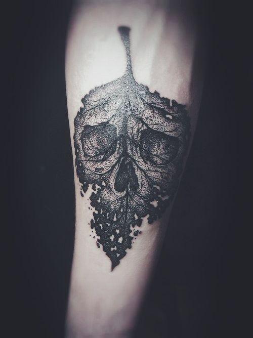Amazing skull leaf tattoo. Source: billliex