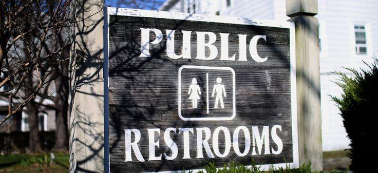 Une nouvelle loi votée par les parlementaires républicains de Caroline du Nord prive les personnes trans de toilettes correspondant à leur identité de genre si elles ne sont pas pourvues de papiers d'identité conformes.