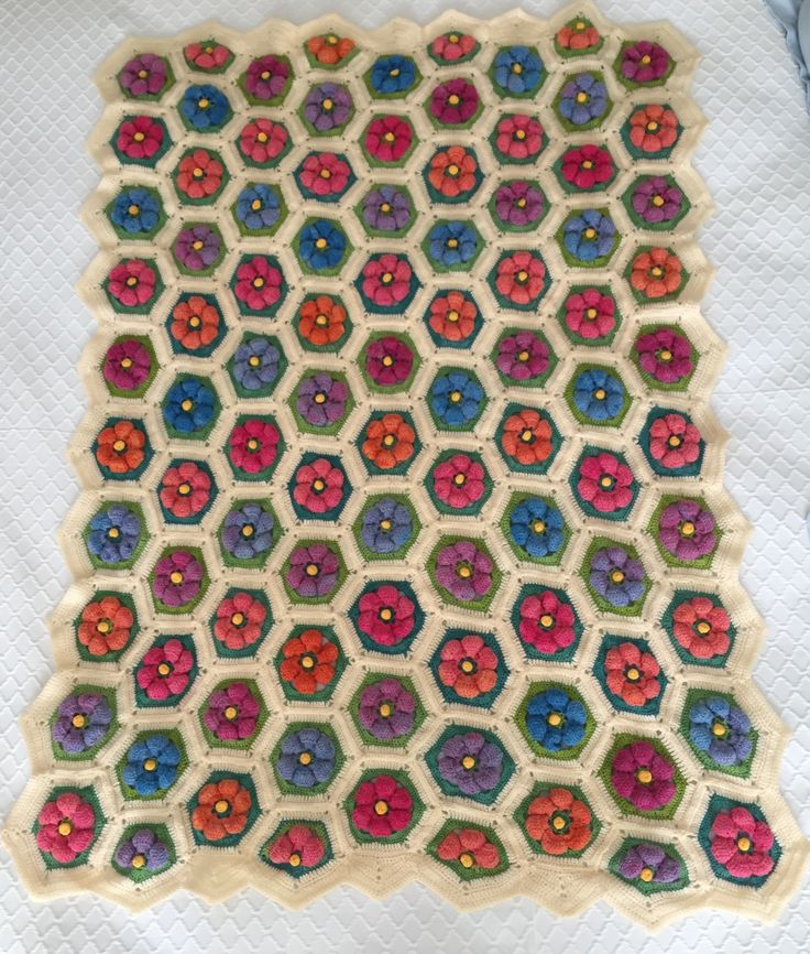 "Handmade Crochet made by Rima Bohsali Flowers ""en relief"" #crochet #handmade #flower #3D #blanket"