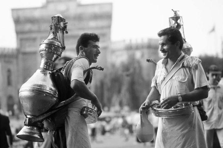 1969 - Beyazıt Meydanı'nda şerbetçiler. #istanbul