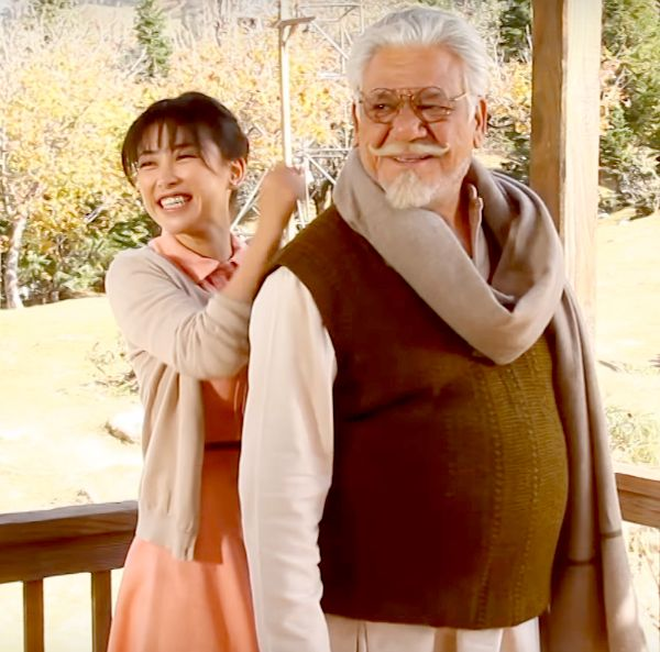 This video of Salman Khan's Tubelight co-star Zhu Zhu sharing a cute moment with the late Om Puri will make you miss the actor… #FansnStars