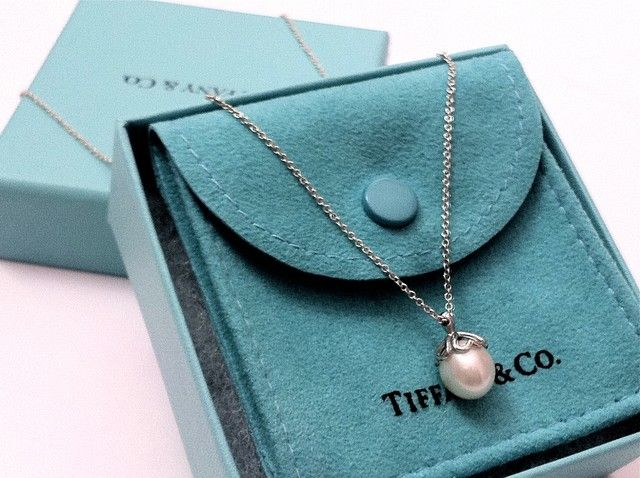 Tiffany Pearl necklace. I. Have. To. Have. It.