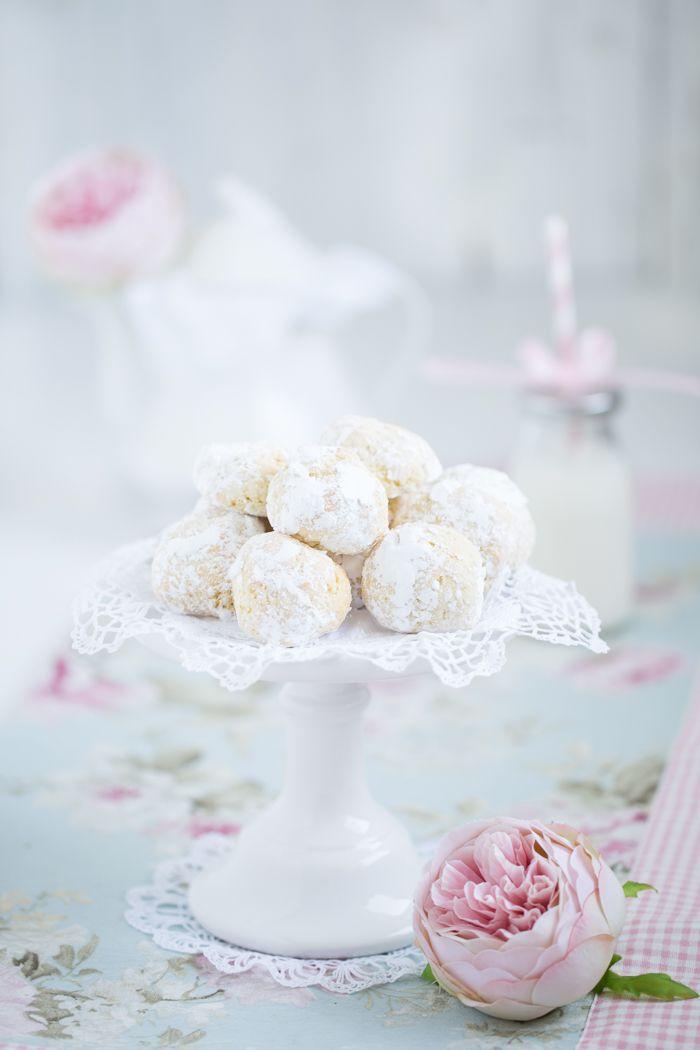 Hier kommen absolut köstliche Ganzjahres-Kekse für euch. Die kann man immer essen, easy zubereiten und dabei noch ganz entspannt meditieren. Ich liebe diese Tüdelarbeit beim Backen ja. Da vergisst …