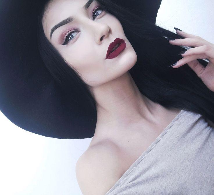 Wedding Makeup Pale Skin Dark Hair : 25+ best ideas about Hair Pale Skin on Pinterest Dark ...