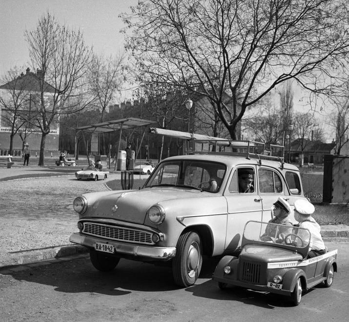Gyermek tér, gyermek közlekedési park.     year: 1964  image ID: 65033  hits: 94 / 273  orig: MAGYAR RENDŐR