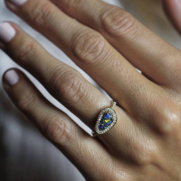 Ooak australian black opal ring. Freeform shape. Gorgeous color play. #australia #opal #australianopal #lightningridge #blackopal #diamond #diamondrings #alternativebride #freeform #halo #halodiamond #gemgossip #loveofjewelry #blue #multicolor #festivalbrides #bohemian #dreamring #dreamwedding #dreamengagement #capucinne #love #colorplay #rainbow
