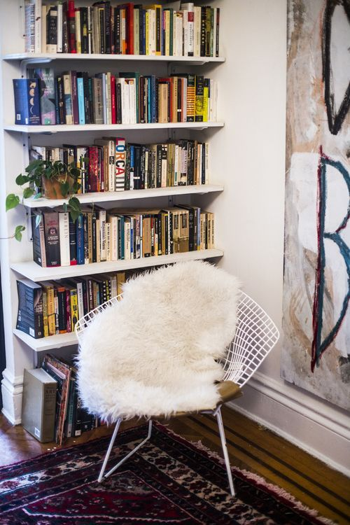 Bertoia Diamond wire chair, vintage. From the home of Alexandra King-Lyles, author of www.thestreetwhereilive.com