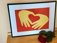 Ein Herz basteln aus den Händen geformt | Basteln & Gestalten