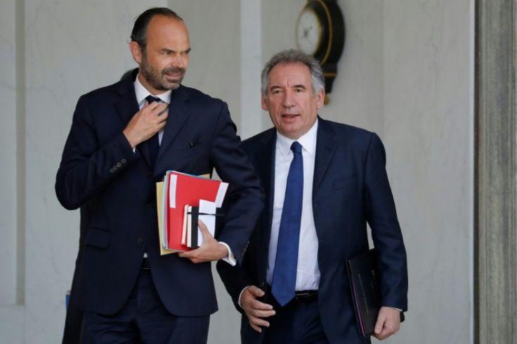 """La pression s'accroît sur le ministre Richard Ferrand, après l'ouverture d'une enquête préliminaire dans l'affaire immobilière impliquant ce soutien de la première heure d'Emmanuel Macron, mais Matignon ne voit """"aucune raison"""" qu'il démissionne à ce stade malgré des demandes à droite et à gauche."""