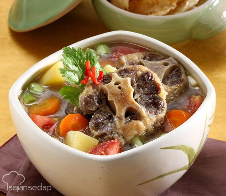 Berbekal resep yang telah teruji ini, kita pun dapat menyajikan sup buntut lezat bagaikan buatan chef restoran ternama.