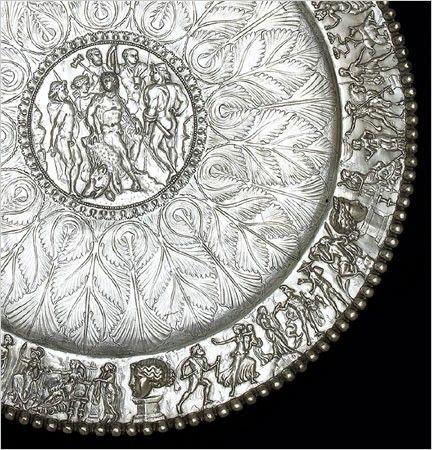 Un détail du plat de Meleager, lune des 14 pièces dargenterie romaine du Trésor de Sevso. Dacian culture-Romaniia
