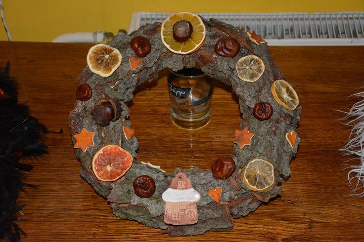 korpus, smrková kůra, kaštany, pomeranč, keramika