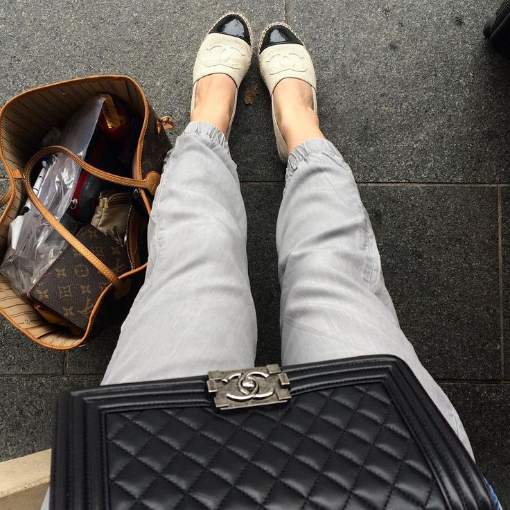 Flying time, chanel espadrilles black and white, cracked leather, gap comfy pants, chanel boy bag, louis vuitton neverfull, streetstyle dubai Yasmin_dxb instagram