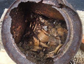 Blog de Santo Afonso: Arca do tesouro é descoberta por casal nos EUA