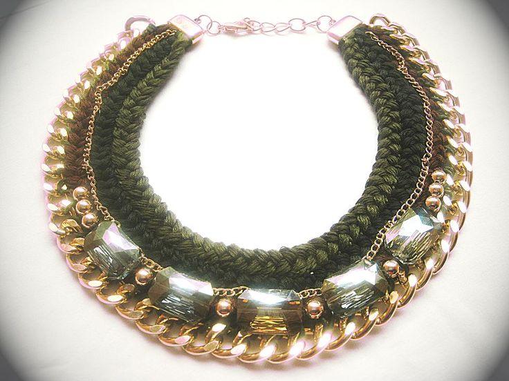 GREEN TWISTED BRAIDS Κολιέ πλεκτό με πλεξούδες σε αποχρώσεις του πράσινου και καφέ με εντυπωσιακή αλυσίδα και μεγάλες πέτρες   Κωδικός : NCG13850/40