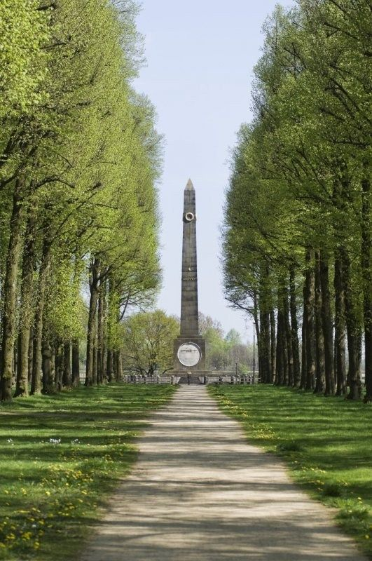 Gedenknaald ter ere van de Prins van Oranje en ter herinnering aan Quatre Bras en Waterloo