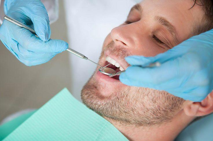 Stomatologia Estetyczna – Pod tym terminem należy rozumieć cały zakres działań pozwalający na odtworzenie naturalnego i pięknego uśmiechu. Dzięki niej możliwe jest skorygowanie kształtu zęba, zamknięcie przestrzeni między zębami tzw. diastemy, zmiana koloru zęba, wymiana nieestetycznych wypełnień itp.