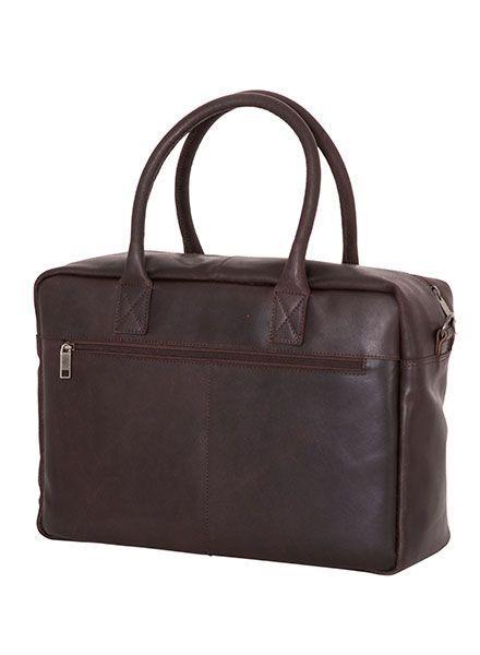 De zakenman van nu kan niet zonder deze prachtige stevige leren laptop van Burkley Vintage. De tas beschermt jouw laptop, tablet, A4 documenten en mobiele telefoon. In het grote voorvak is ruimte voor jouw portemonnee en sleutels.
