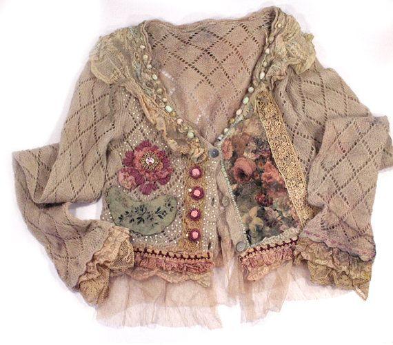 Reserved a Tonia--Wanderess, linda cardi vintage reelaborado con el collar de fieltro nuno, mezcla de mohair, mano bordada, bohemio romántico