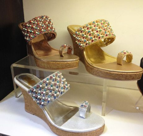 Wedge heels for toe ring sandals