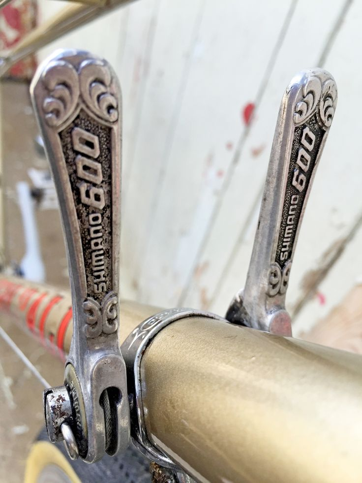 Gorgeous vintage Shimano 600 shifters on our Harry Hall ladies bicycle see more at www.glorydays.cc