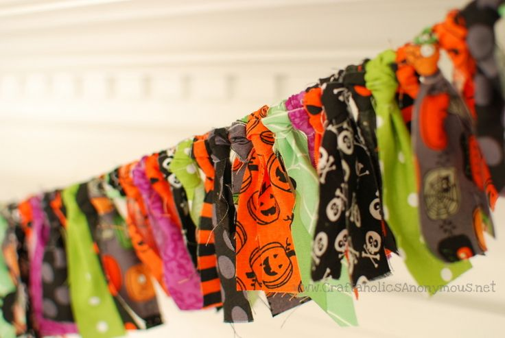 fabric stip banner dyi, make with gauze, lace, tulle, add spiders, bugs, skulls and some glitter