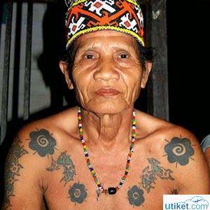 Jual Tiket Pesawat: Tradisi Tato Suku Dayak  Suku Dayak merupakan salah satu suku yang ada di pedalaman Pulau Kalimantan, Indonesia. Suku ini memiliki berbagai macam tradisi dan budaya. Salah satunya adalah tradisi tato atau rajah pada tubuh mereka. - See more at: http://tiketpesawatklaten.blogspot.com/2014/04/tradisi-tato-suku-dayak.html#sthash.jxJnIVK7.dpuf