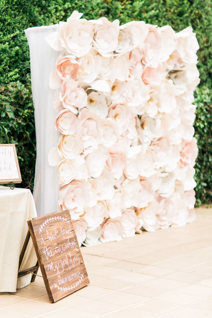 paper flower wall | Photography: Love by J. Tori Photography