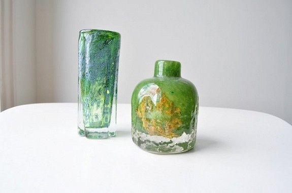 Høy vase fra Benny Motzfeldts tid hos Randsfjord Glass (har etikett under) 0,51 kg / høyde 16,5 cm kr 650,-