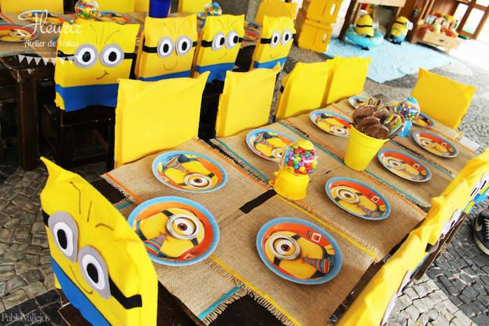 Minions in Hawaii themed birthday party via Kara's Party Ideas KarasPartyIdeas.com | Party supplies, cake, favors, desserts, printables and more! #minionparty (4)