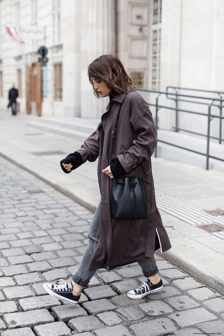 Vienna Wedekind wears ALESYA ORLOVA GEO Bucket Bag mini black / minimal, accessory, handbag, simplicity
