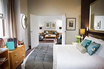 Materiale tapiterie,stofa tapiterie mobila,piele naturala,lenjerii de pat hotel,fete de masa: Dotari hoteliere lenjerii cuverturi de pat