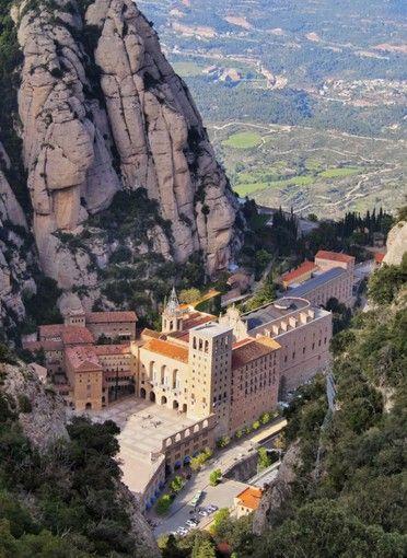 バルセロナのおすすめ観光スポット バルセロナ近郊モンセラートの修道院