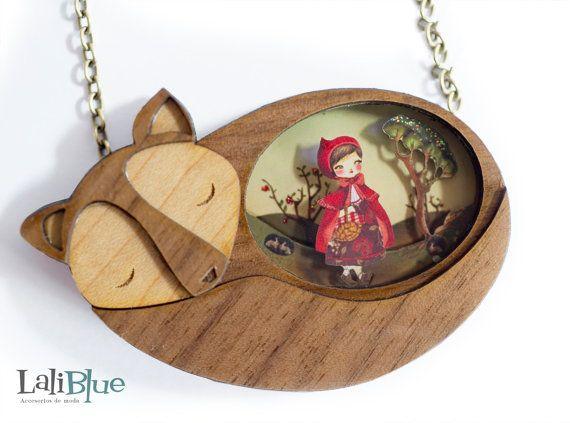 The Red Riding Hood Necklace. / Collar Caperucita roja. Natural Wood and diorama